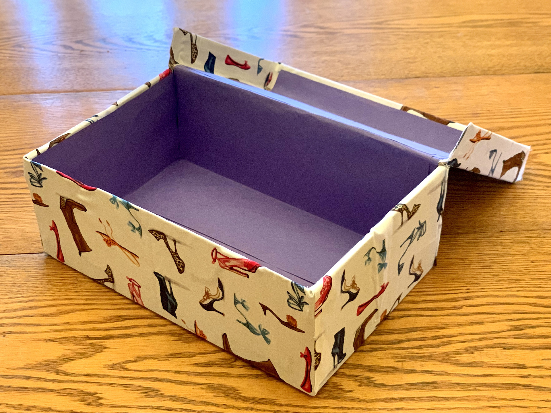 photo of the box with the lid open